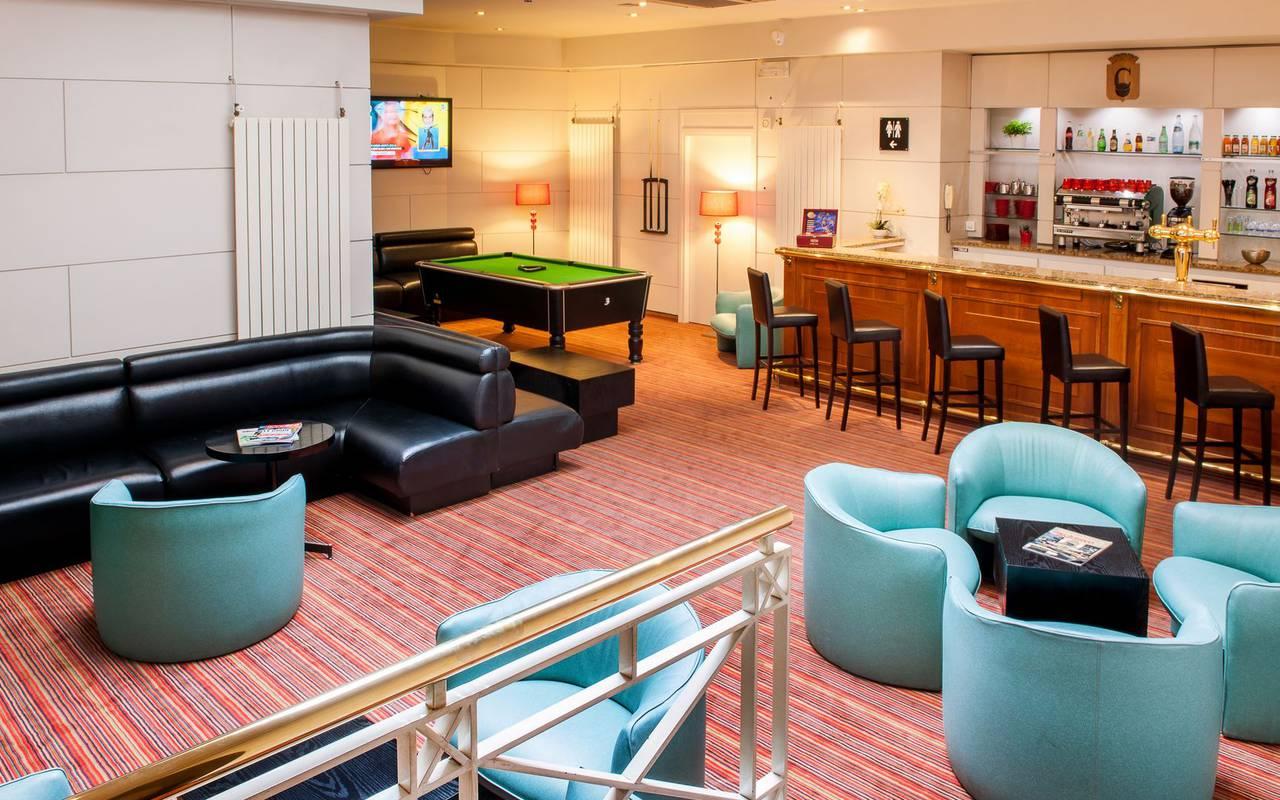 Bar with pool table, b&b Lourdes France, Hôtel Continental Lourdes