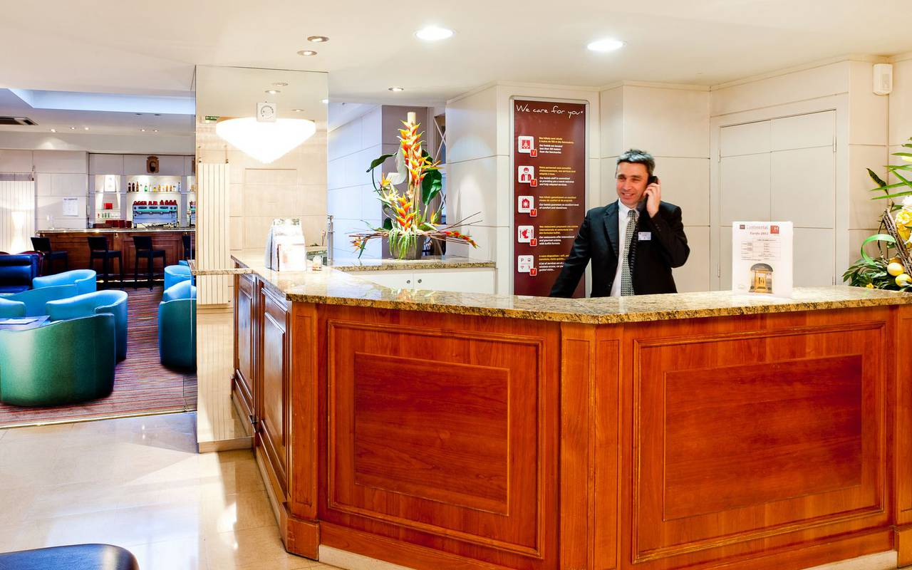 Reception, hotel Pyrénées, Hôtel Continental Lourdes