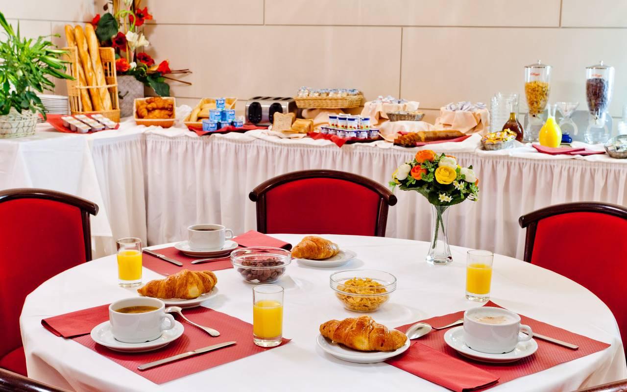 Hearty breakfast, bed and breakfast in Lourdes, Hôtel Continental Lourdes