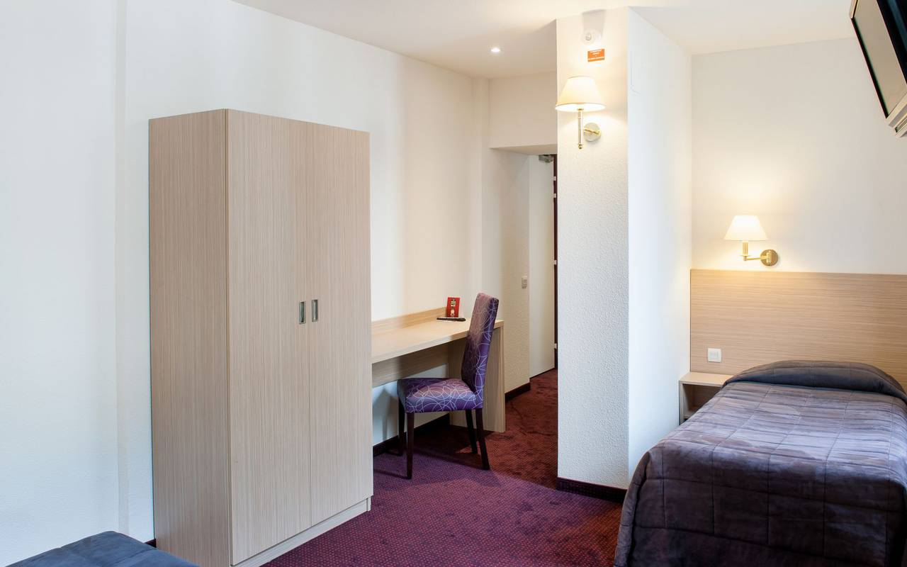 Spacious room, bed and breakfast in Lourdes, Hôtel Continental Lourdes